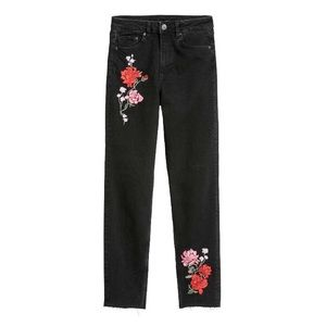 🆕 {{h&m}} Embroidered Mom Jeans